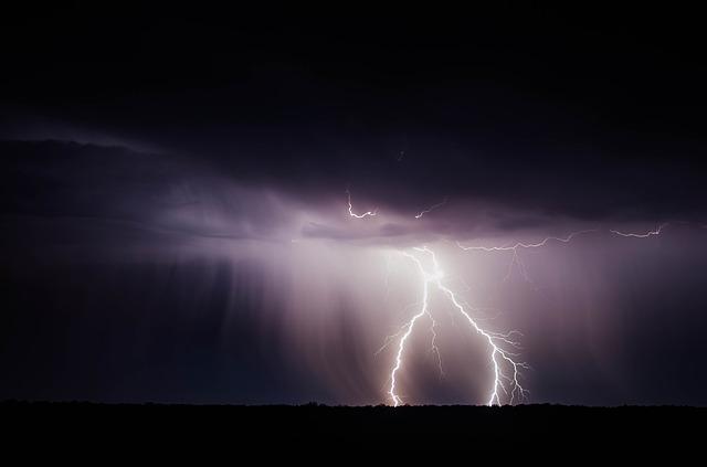 lightning-bolt-768801_640