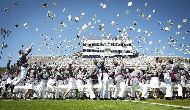 s-graduation-802899_640