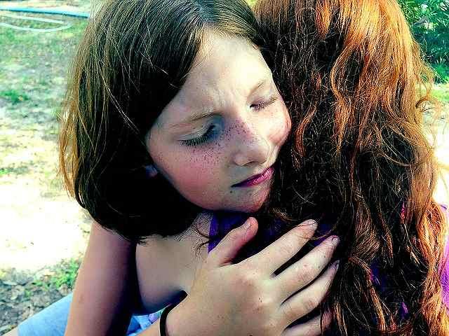 s-hug-1315552_640
