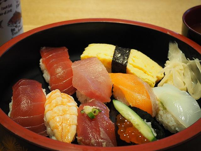 s-sushi-695000_640