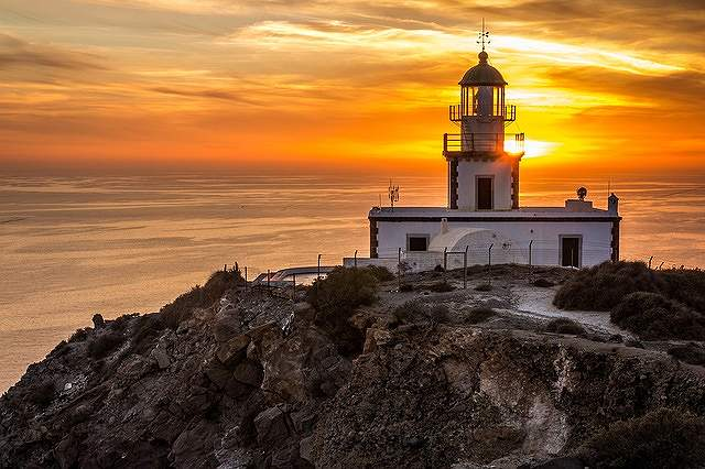s-santorini-akrotiri-lighthouse-1