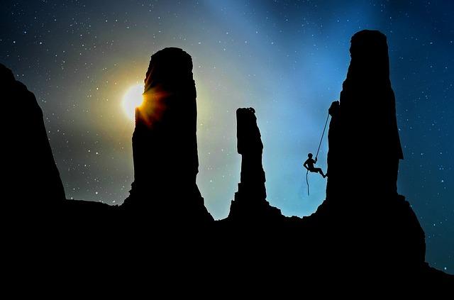 mountaineer-2100050_640