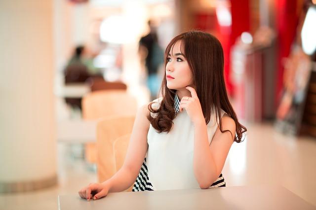 girl-2183998_640