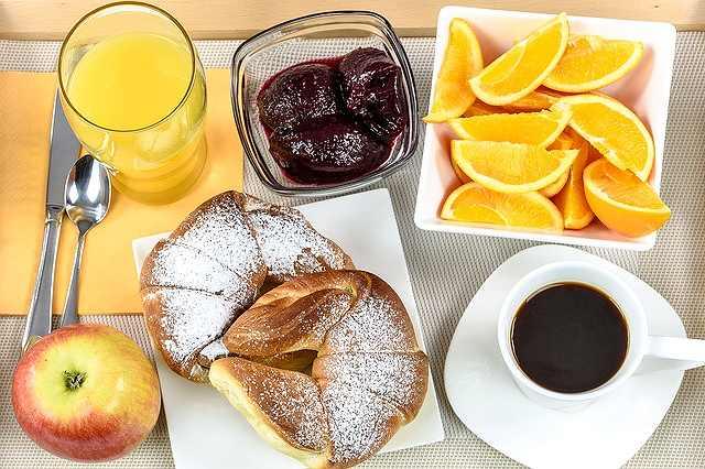 s-breakfast-hotel-1921530_640