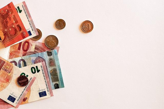 s-cash-2259076_640
