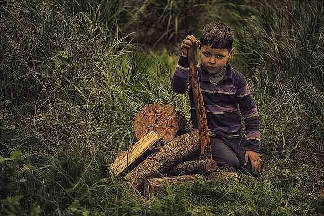 s-child-1226954_640