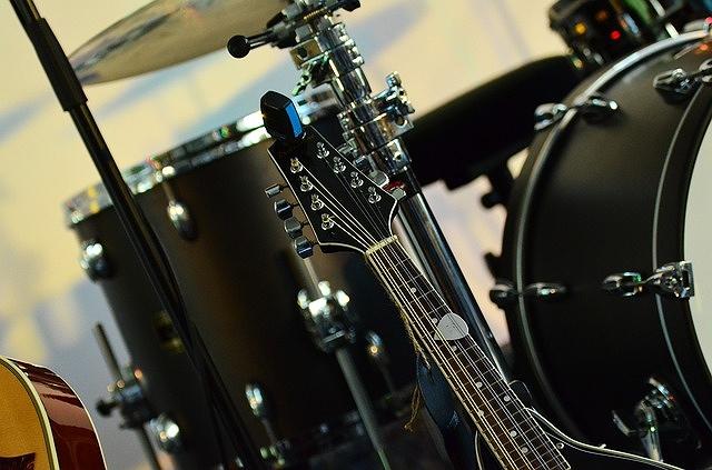s-instruments-801271_640