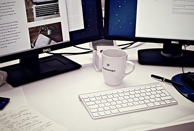 s-workstation-405768_640