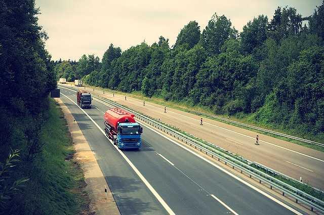 s-truck-2138974_640