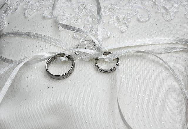 s-wedding-rings-1578187_640