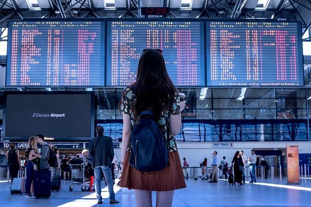 airport-2373727_640