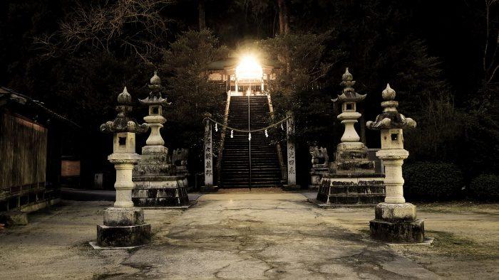 shrine-2379047_1280