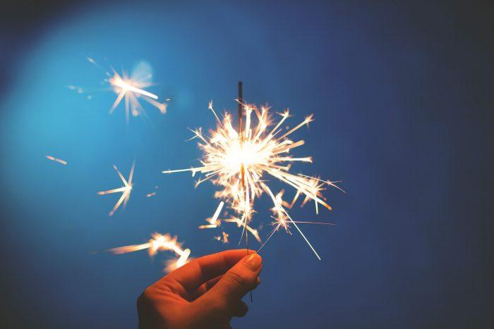 sparklers-923527_1920
